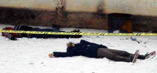 Birlikte alkol aldığı arkadaşlarını öldürdü
