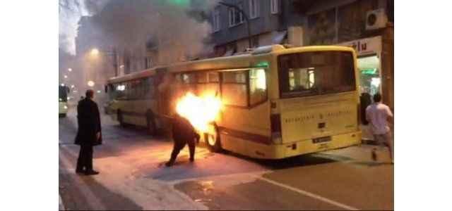 Yolcu dolu belediye otobüsünde korkutan yangın