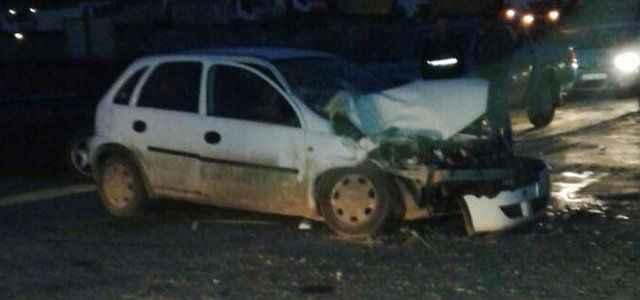 Otomobil ile kamyon çarpıştı: 3 yaralı