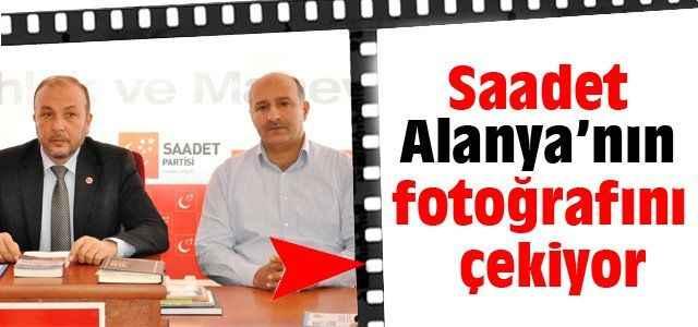 Saadet Alanya'nın fotoğrafını çekiyor