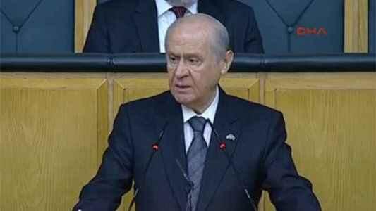 Bahçeli, Başbakan Davutoğlu'nu topa tuttu