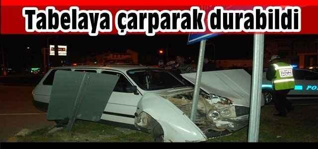 Antalya'da feci kaza! Tabelaya çarparak durabildi