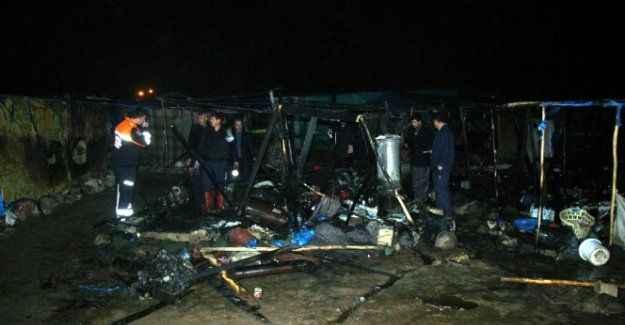 Suriyelilerin kaldığı çadırda yangın: 2 ölü