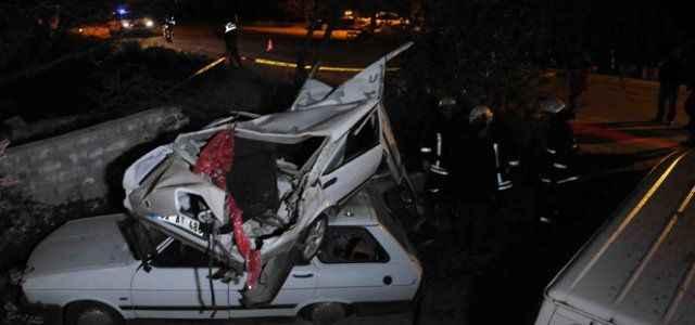 Önce balkonuna çarptı, sonra otomobilin üzerine düştü: 2 ölü