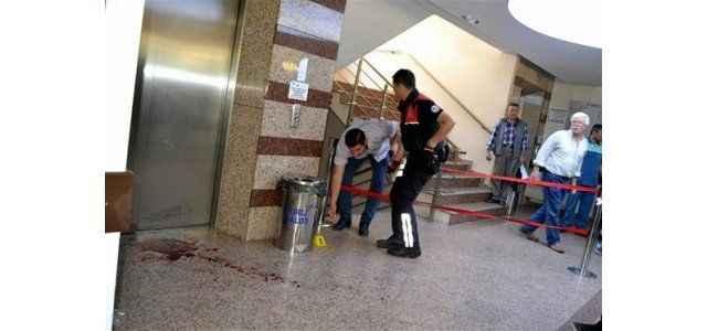 Polis memuru başhekimi tabancayla yaraladı