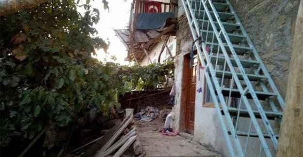 Düğün evinde balkon çöktü: 1'i çocuk 4 yaralı