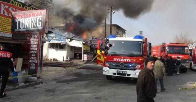 Sanayi sitesindeki yangında 5 işyeri kül oldu