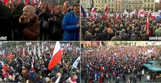 Binlerce Polonyalı sokaklara döküldü