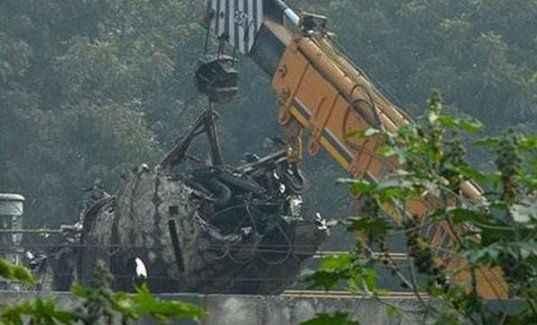Uçak düştü: 10 ölü