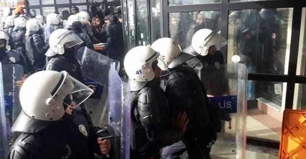 Üniversite karıştı: 28 gözaltı