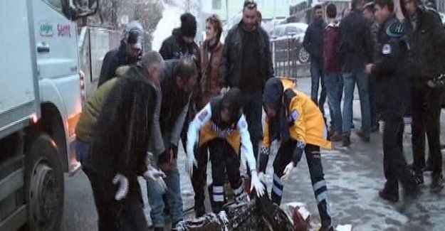 Karlı yolda kamyonun altına kalan şahıs hayatını kaybetti