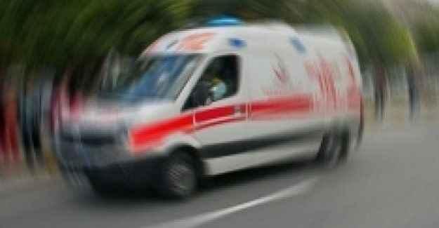 İki araç çarpıştı: 23 yaralı