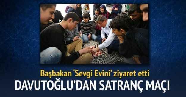Davutoğlu ile Erkan'ın satranç maçı kırdı geçirdi