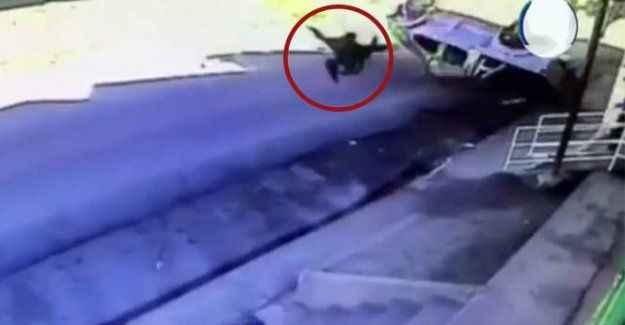 Kamyonet defalarca takla attı: Araçtan böyle uçtu!