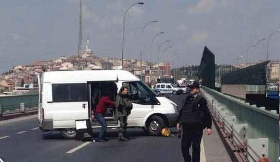 Bomba paniği! Köprü trafiğe kapatıldı