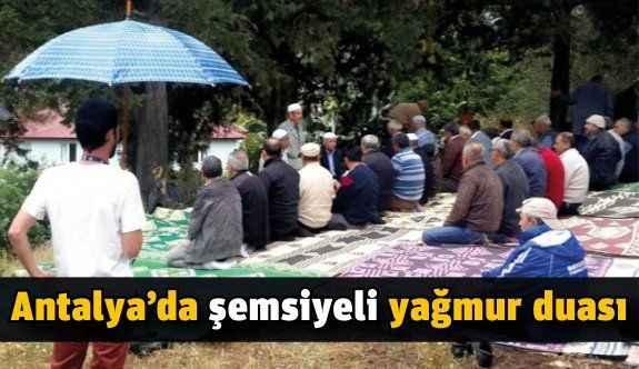 Antalya'da şemsiyeli yağmur duası