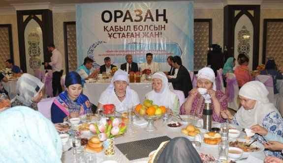 TDV Astana'da 'iftarda iyilik sofrası' kurdu