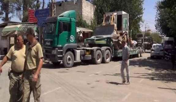 Sınıra zırhlı iş makineleri sevk edildi
