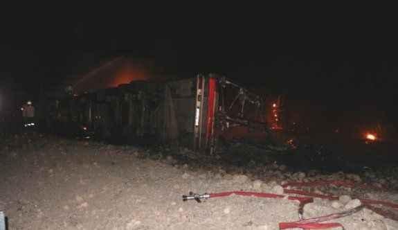 Devrilen TIR alev alev yandı: 2 ölü