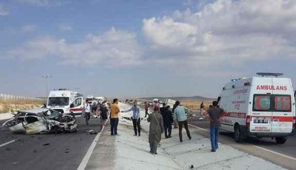 Otomobil ile kamyonet çarpıştı: 5 ölü, 4 yaralı