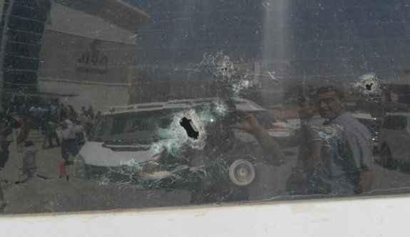 PKK'lı teröristler minibüsü taradı: 1 ağır yaralı