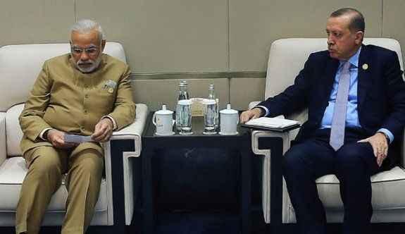 Erdoğan, Hindistan Başbakanı'nı ile görüştü