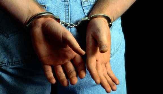 1 öğretmen tutuklandı