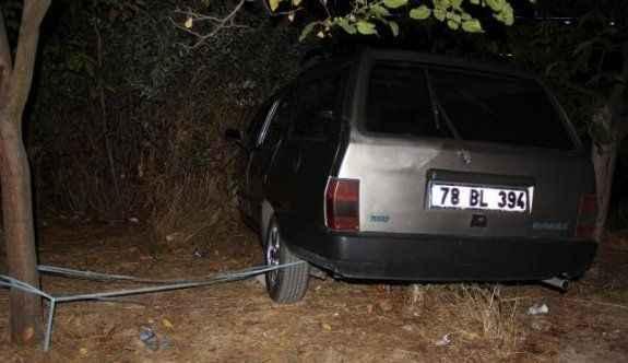 Polis, uçurumun kenarında durdurulabilen otomobili iple ağaca bağladı