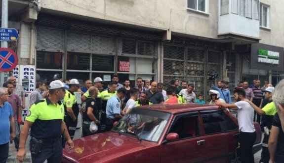 Vatandaşı bezdirdi, polisi ezmeye kalktı
