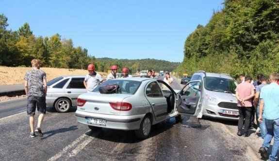 3 araç birbirine girdi: 3 yaralı