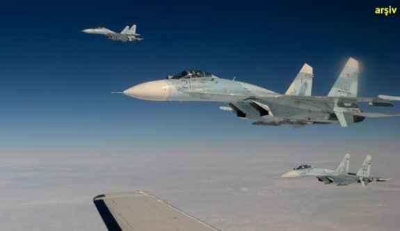 Karadeniz'de şok eden olay: Rus jeti ABD jetini...