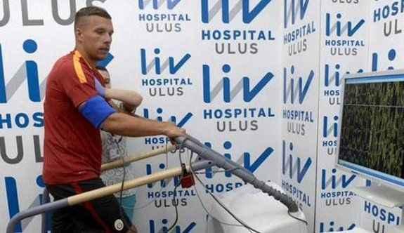 Podolski kendi başını yaktı!