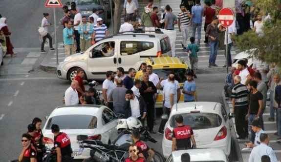 Trafikte 'hatalı sollama' kavgası: 1 yaralı