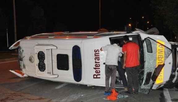Ambulans kaza yaptı; hasta, doktor ve sağlık görevlileri yaralı