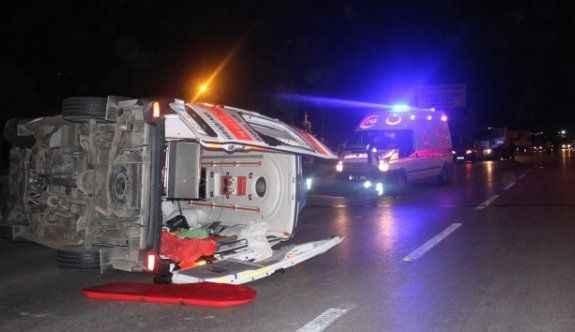 Hasta taşıyan ambulans kaza yaptı 1'i ağır 6 yaralı