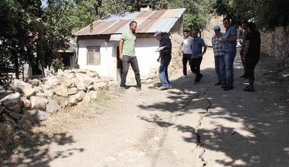 Köyde heyelan: 24 ev boşaltıldı