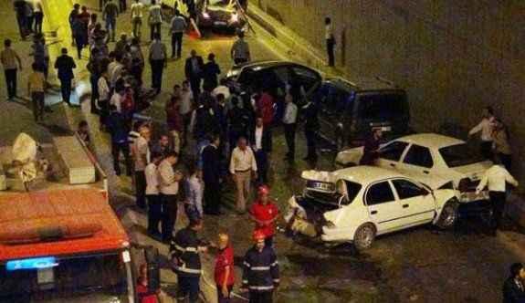 Düğün konvoyunda zincirleme kaza: 5 yaralı