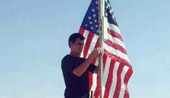 PYD, ABD bayrağı astı!