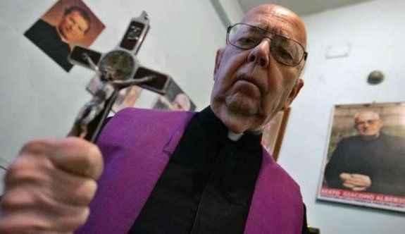 Ünlü 'Şeytan çıkarıcı' hayatını kaybetti