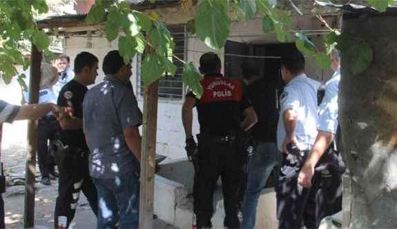 10 ay hapis cezasıyla aranan şahıs polisi bıçakladı