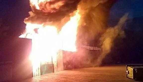 İsyan çıkaran mülteciler kampı ateşe verdi