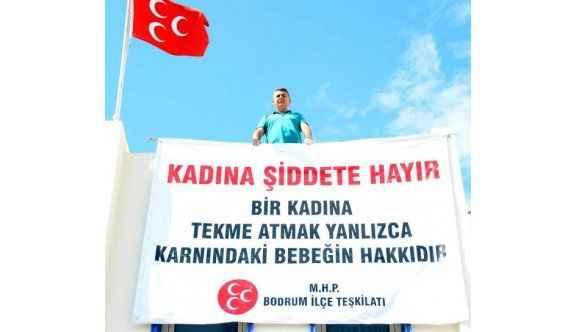 MHP'den şortlu hemşireye yapılan saldırıya pankartlı tepki