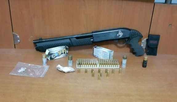 Şüpheli araçtan uyuşturucu ve silah çıktı
