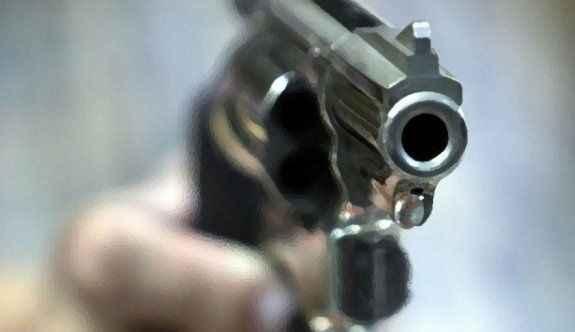 Tartıştığı babasını silahla vurarak öldürdü