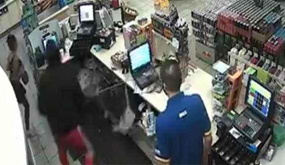 Benzinlikte silahlı soygun dehşeti