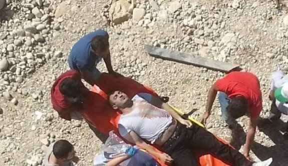 Köprüden Fırat Nehri'ne atladı, öldü