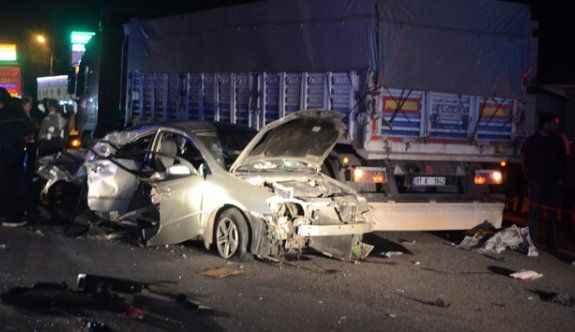 Refüjü aşıp başka bir araçla çarpıştı: 3 ölü, 2 yaralı
