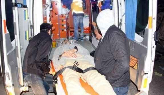 İşçi servisi ile kamyon çarpıştı: 1 ölü, 39 yaralı