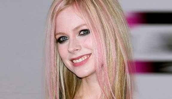 Avril Lavigne aslında 2003 yılında öldü!