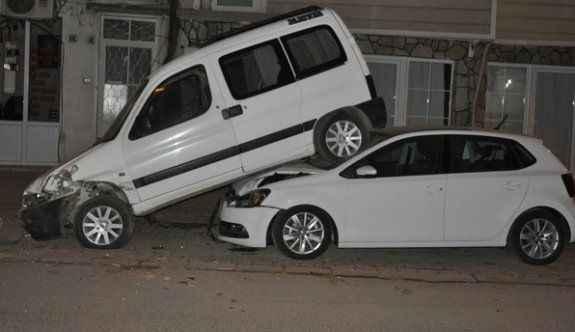 Park ettikleri araçlarını üst üste buldular